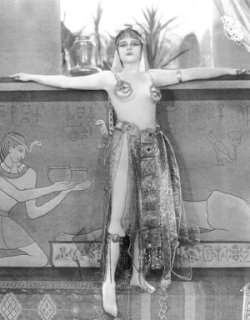 Theda Bara as Cleopatra in transparant dress, 1917
