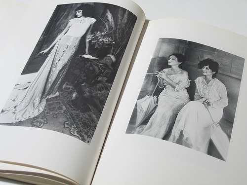 fashion-images-in-book header