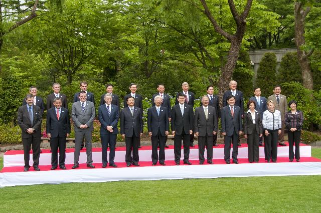 Batik Yang Dipakai Pemimpin Negara APEC Disebut Kemeja